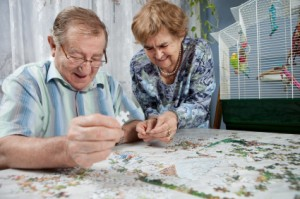 Jigsaw-Puzzle-Brain-Game-for-Seniors-2-seniors-playing-jigsaw-puzzle.jpg