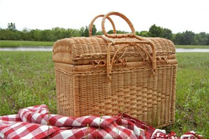 What to Pack in a Picnic Basket